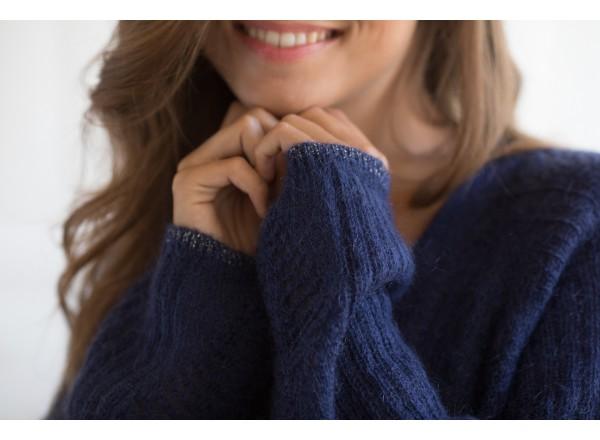Edgar navy blue sweater